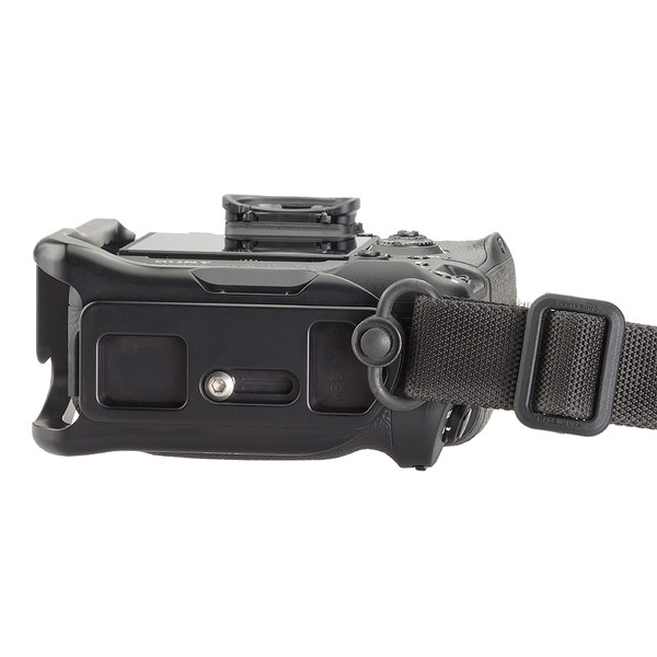 Plate for Sony Alpha a7RIII seen on camera bottom view with QD strap