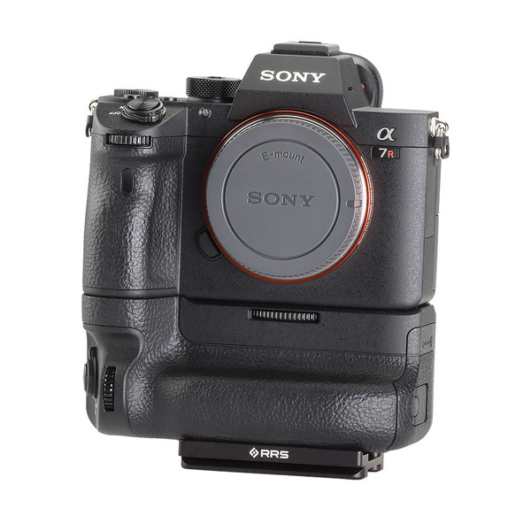 Plate for Sony Alpha a7RIII with battery grip seen on camera front view