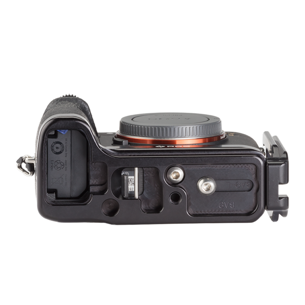 Alpha a9 plate with L-component attached to camera bottom view