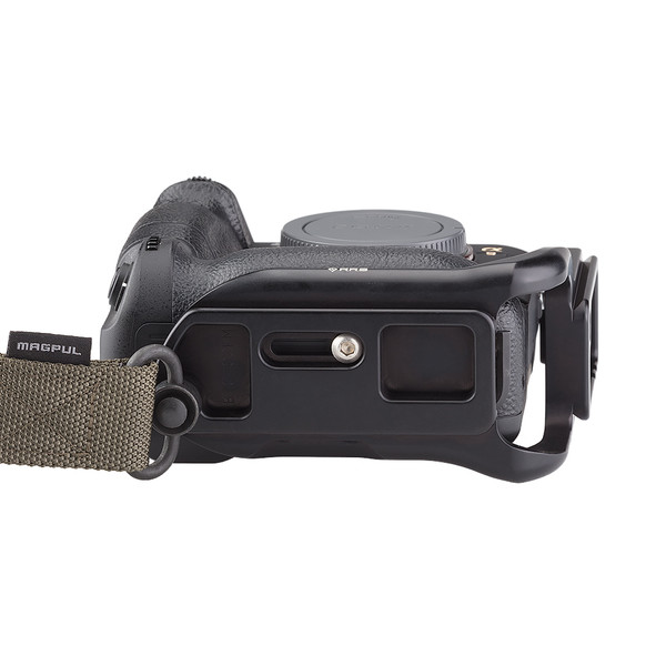 Alpha a9 plate with L-component attached to camera bottom view with QD strap