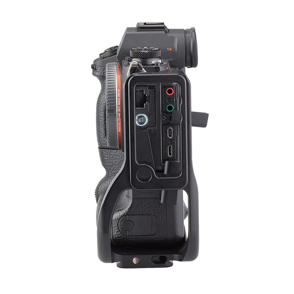 Alpha a9 plate with L-component attached to camera side view