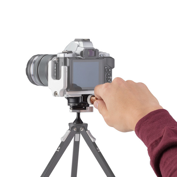 You can easily pan your camera on the BPC-16