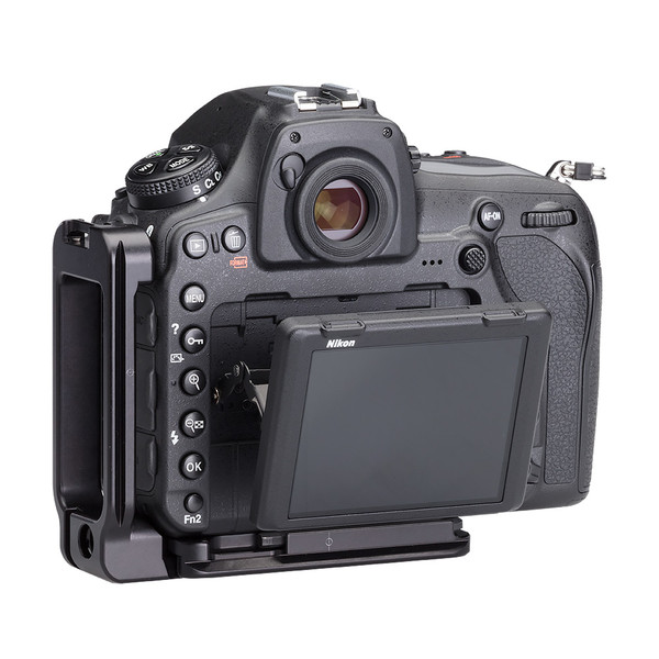 Nikon D850 Modular L Plate without battery grip seen on camera back view