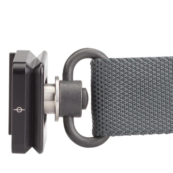 Bi-directional plate for quick-detach strap swivel attached to QD strap