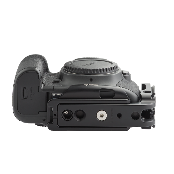 Base plate and L-component on Canon camera - bottom view