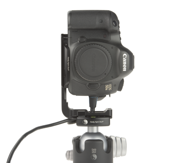 B5DS aluminum plate attached to camera with space for camera cable