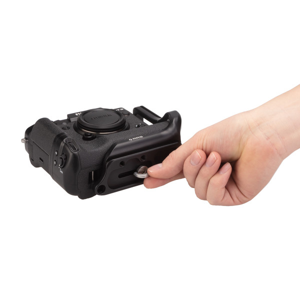 Fuji X-T3 Battery Grip with Really Right Stuff L-Plate with finger-twisting screw - bottom view